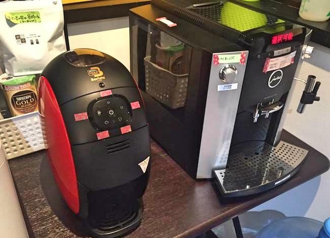 弊社には、2種類のコーヒーメーカーを並べてあります。